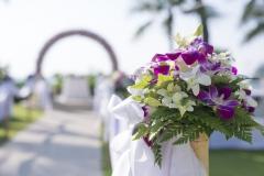 Blumengesteck-weiß-violett-Wedding-Setup-M