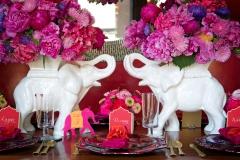 Tischdekoration-indisch-weisse-Elefanten-+-Blumen-pink-M
