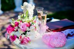 Zeremonietisch-mit-Brautstrauß-pink-weiß-+-Sektgläser-M