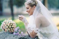 Braut-mit-Brautstrauß-romantisch-M