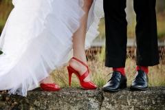 Braut-rote-Schuhe-+-Bräutigam-rote-Socken-M