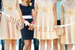 Bridesmaids-Kleider-nude-+-Glitzerband-Just-married-M