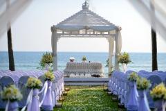 Wedding-Setup-weiß-Wiese-und-Wasser-M